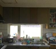 南区戸建てのキッチンリアテックシート張りの様子