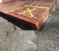 中央区マンションのエントランスタイル補修工事の様子